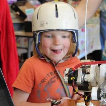 Kids at Davis Makerspace